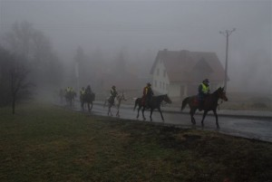 wieczorem w deszczu uczestnicy rajdu dotarli do Lanckorony