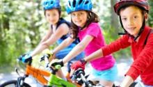 Piłka nożna i rower sposobem na wakacyjną nudę