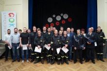 rozdanie certyfikatów dla strażaków