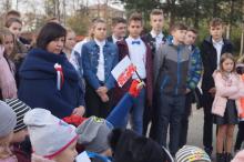 """Akcja """"Szkoła do hymnu"""" w Izdebniku i w Lanckoronie"""