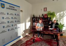 przekazanie kluczy do obiektu sportowego w Skawinkach przedstawicielom LKS KORONA